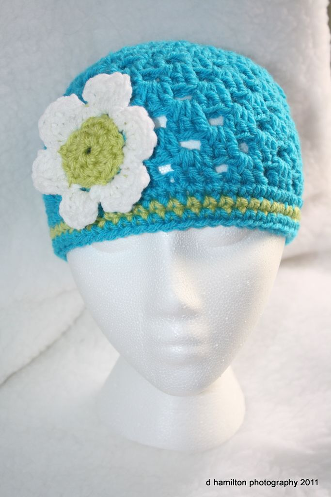 Crochet spring cloche with flower | Crochet Inspiration (Items, Yarn ...