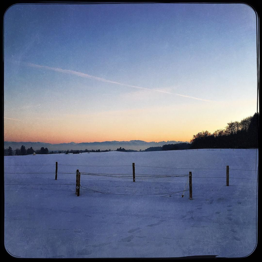 Late afternoon cross country skiing. Nice to end a day like this. #crosscountryskiing #soultravels #outdoorgirl #adventuregirl #wanderlust #mindful #forevercurious  #munichandthemountains