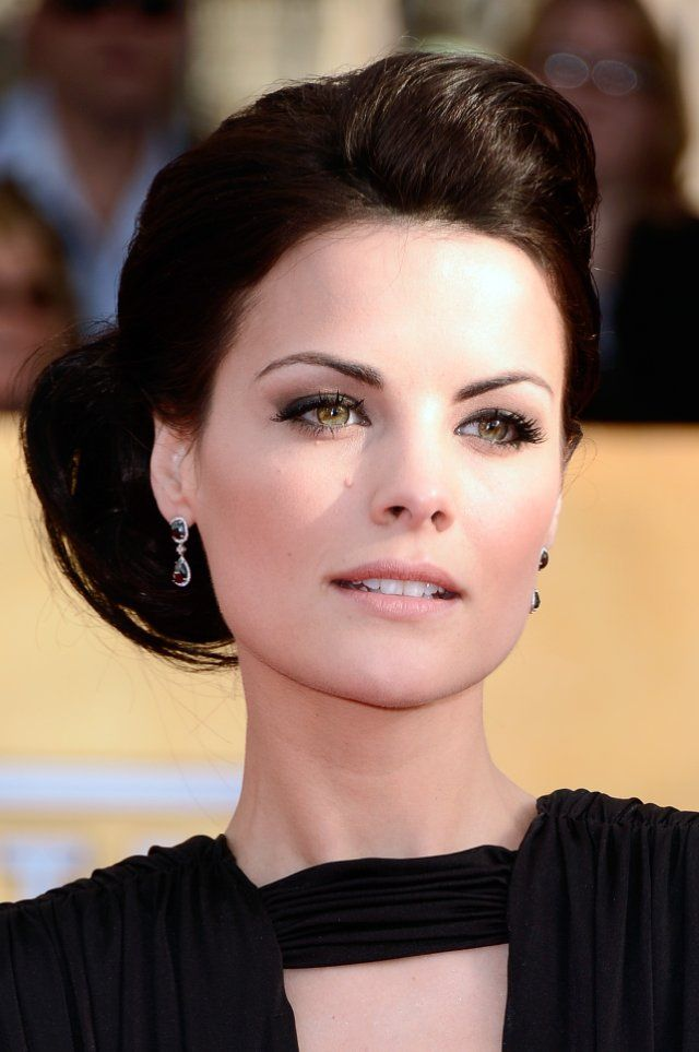 makeup for winter hazel eyes. Beautiful Winter actress. This pale lip isn't enough for any of the Winters