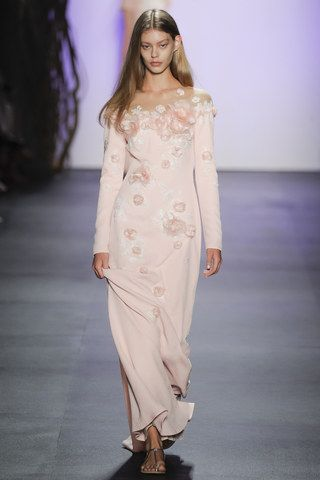 See the complete Tadashi Shoji Spring 2016 Ready-to-Wear collection.