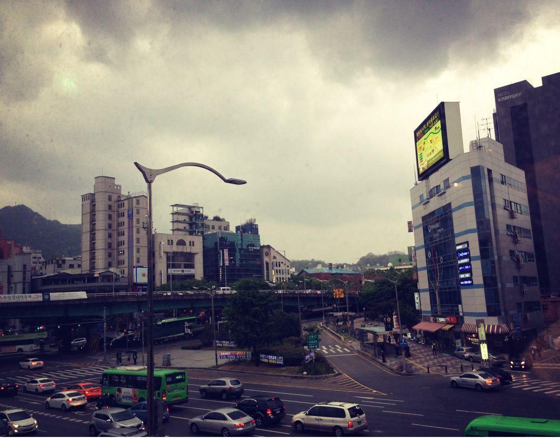 비오는 날의 도시