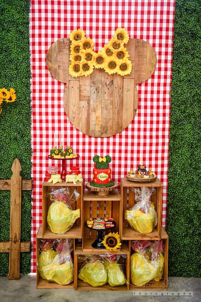 Pallet Minnie background from Minnie Mouse Sunflower Garden Party at Kara's…