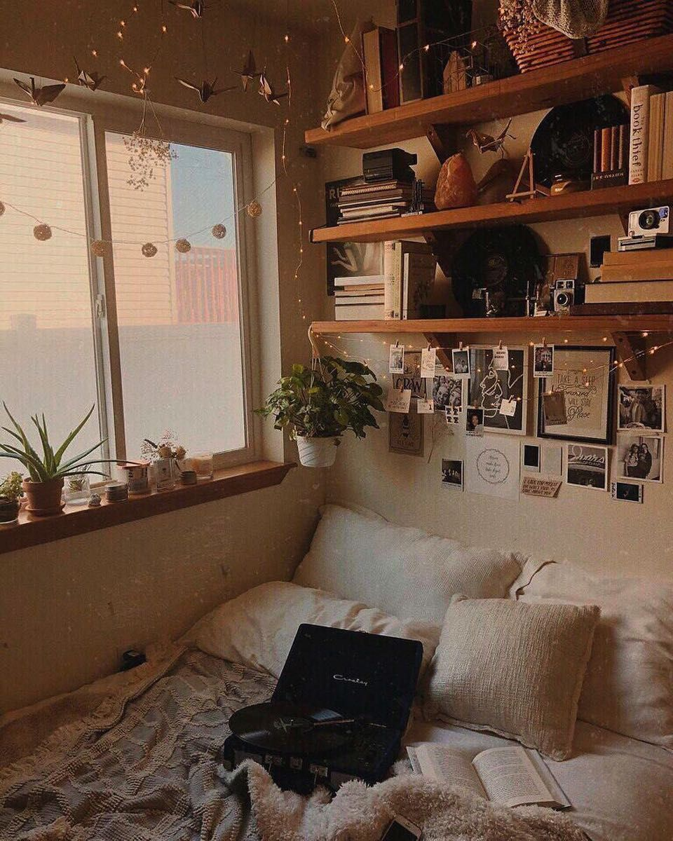 I really cant wait for winter because then I can start wearing the other 97% of my clothes #roominspo