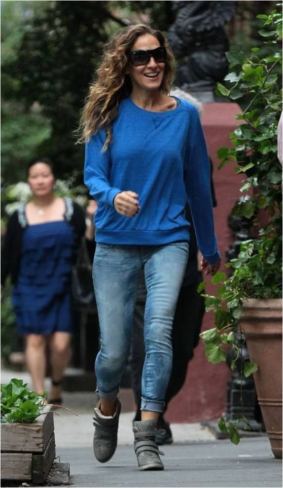 13a8cceedbc6 Sarah Jessica Parker wearing the Koolaburra PRESTON sneakers  sjp  sneakers   wedges  boho4ever  liveinthiscity  citychic