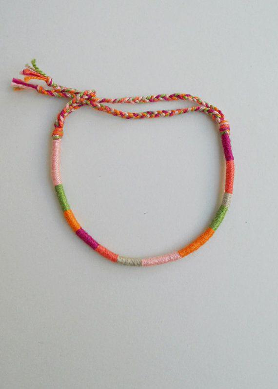 Dünne Freundschaft Armband, Baumwoll-Faden, Wrapped Armband Wrist stapelt Earthy Best friend Colorful Funky boho Handgelenk Teens Geschenk Boho chic