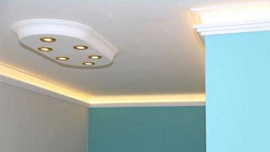 Stuck styropor indirekte beleuchtung : Deckengestaltung im flur mit led spots led strips für indirekte