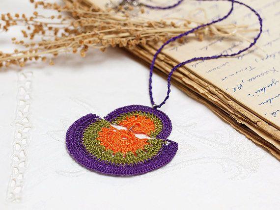 Häkeln Sie Lace Boho Chic Anhänger Halskette in von PinaraDesign, $18.00