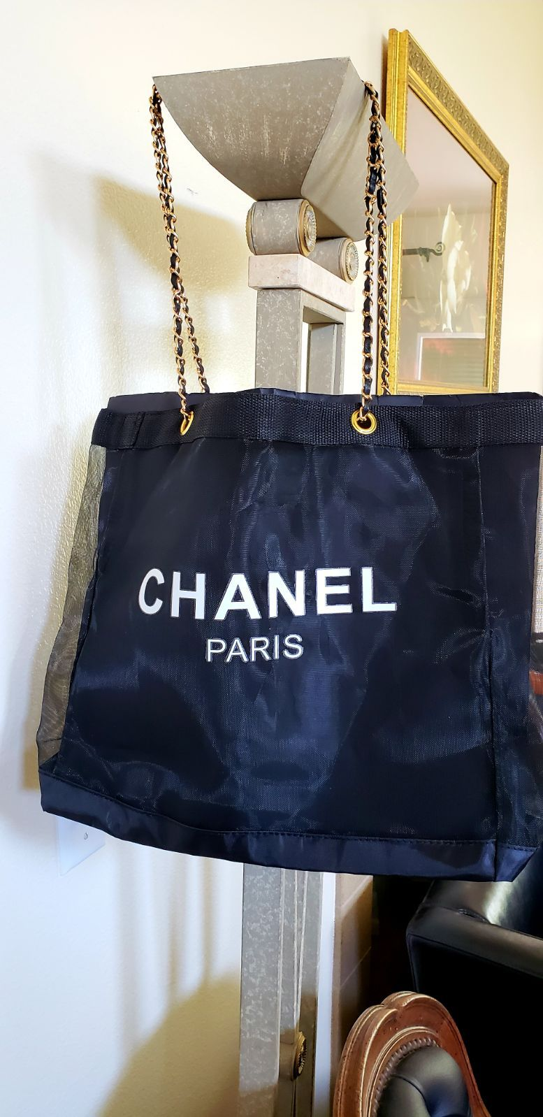 Chanel Women's Cosmetic Tote Bag.. Color Black.. Bag it's