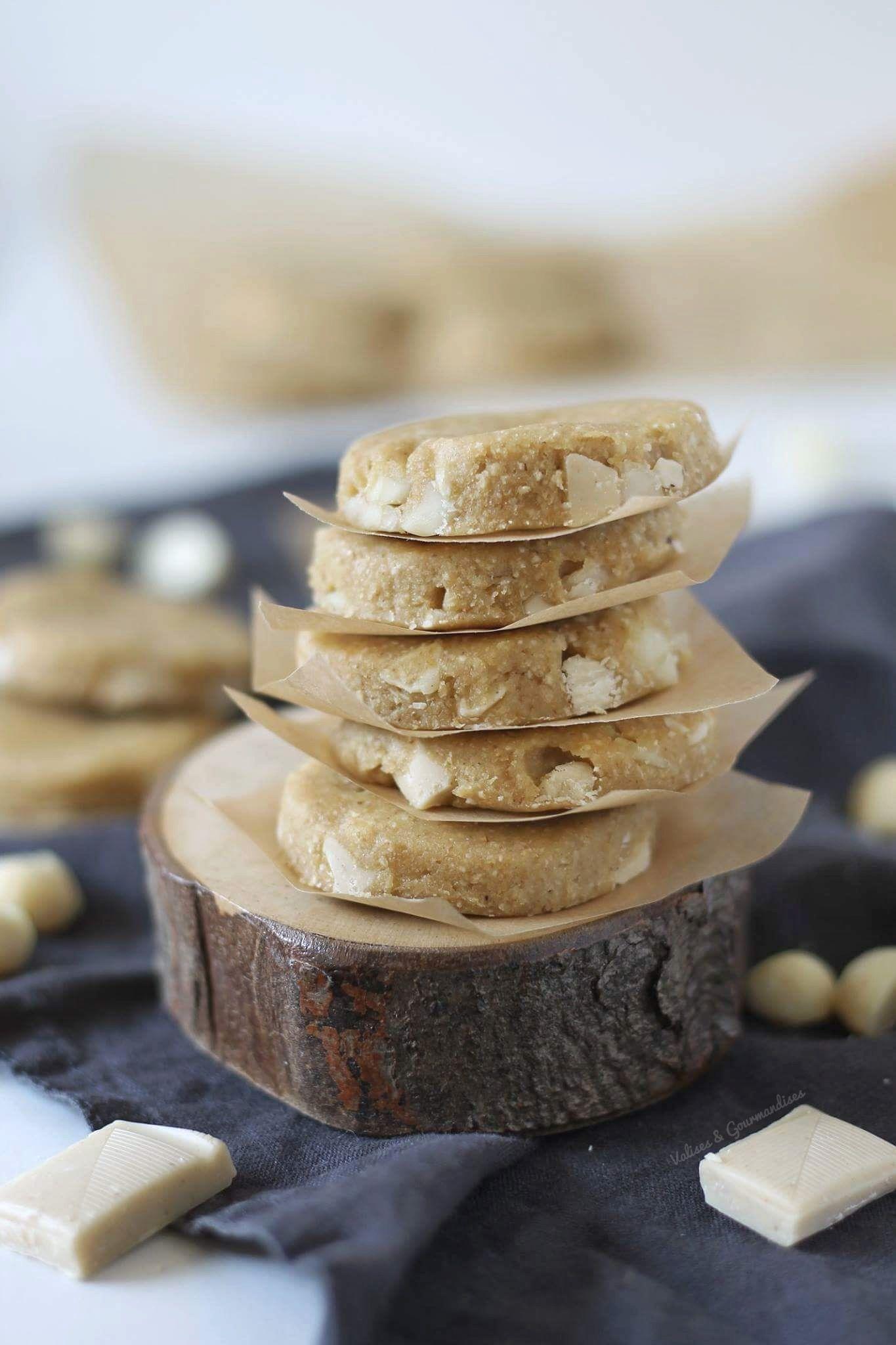 No Bake Vegan White Chocolate And Macadamia Cookies Valises Gourmandises Recipe Vegan White Chocolate Dessert Recipes Desserts
