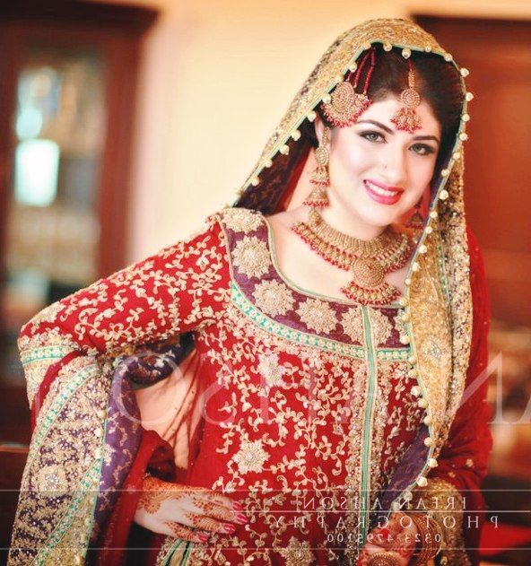 Latest Pakistani Bridal Dresses Makeup And Jewelry 5