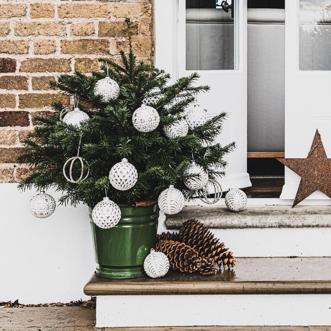 Showcasing our new range of white slightly patinated Christmas baubles #christmasbaubles #christmasstyle #wishitwasChristmas #christmasideas #whitechristmas
