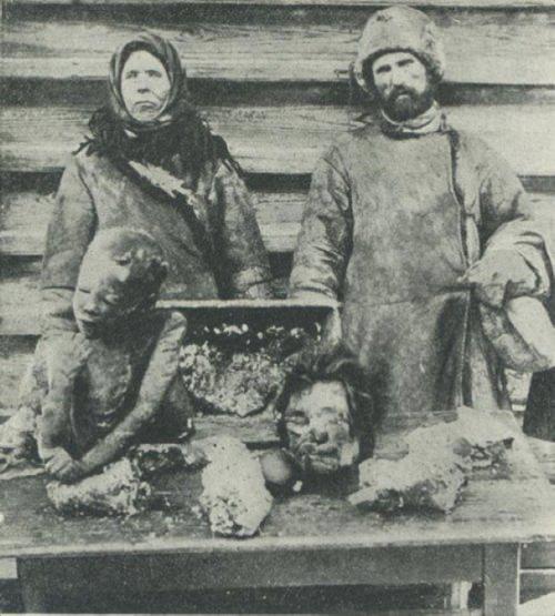 consequences of colectivisation La collectivisation des terres en urss, 1929 staline décide en 1929 de  supprimer la propriété agricole privée les paysans sont regroupés de forces  dans de.
