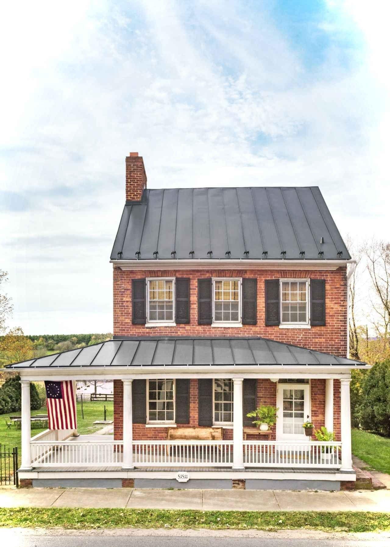 60 Beautiful Small Cottage House Exterior Ideas Brick Exterior House Modern Farmhouse Exterior Small Farmhouse Plans