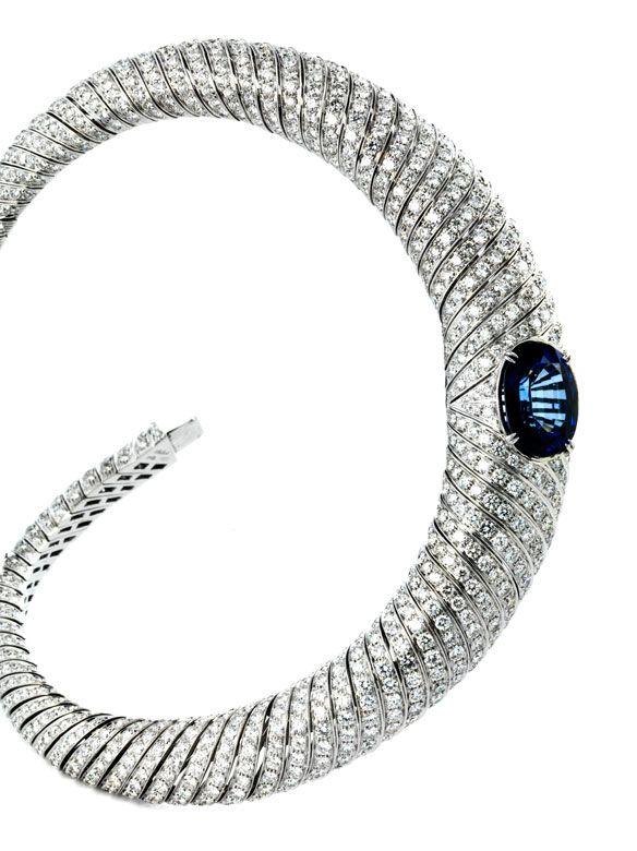 """Halsweite: ca. 38 cm. Breite: ca. 2,5 cm. Gewicht: ca. 180 g. WG 750. Signiert """"Ambrosi"""". Prächtiges, geschmeidiges Collier mit hochfeinen Brillanten, zus...."""