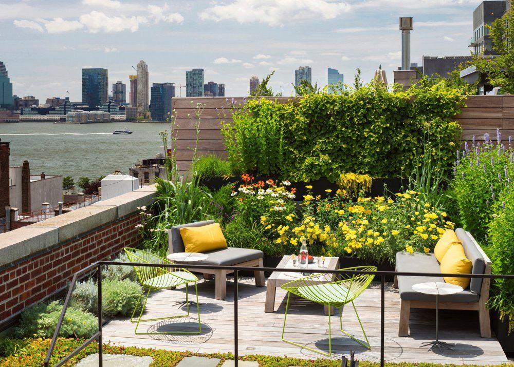 Un toit terrasse en salon de jardin coloré | Rooftop | Pinterest ...