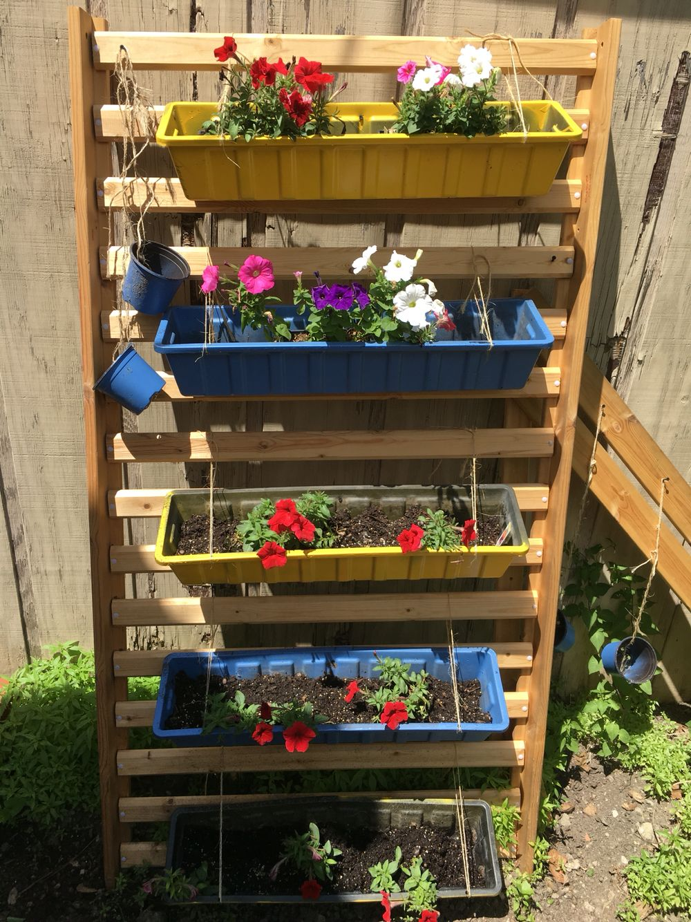 My vertical garden.....simple! Bed base with slats, painted planters ...