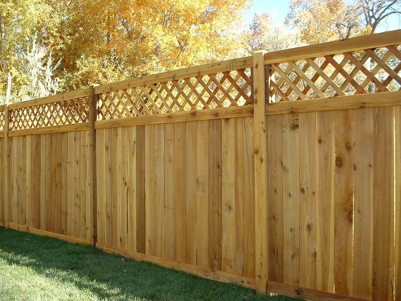 Menards privacy wood fence with lattice the ashton for Wood screen fence
