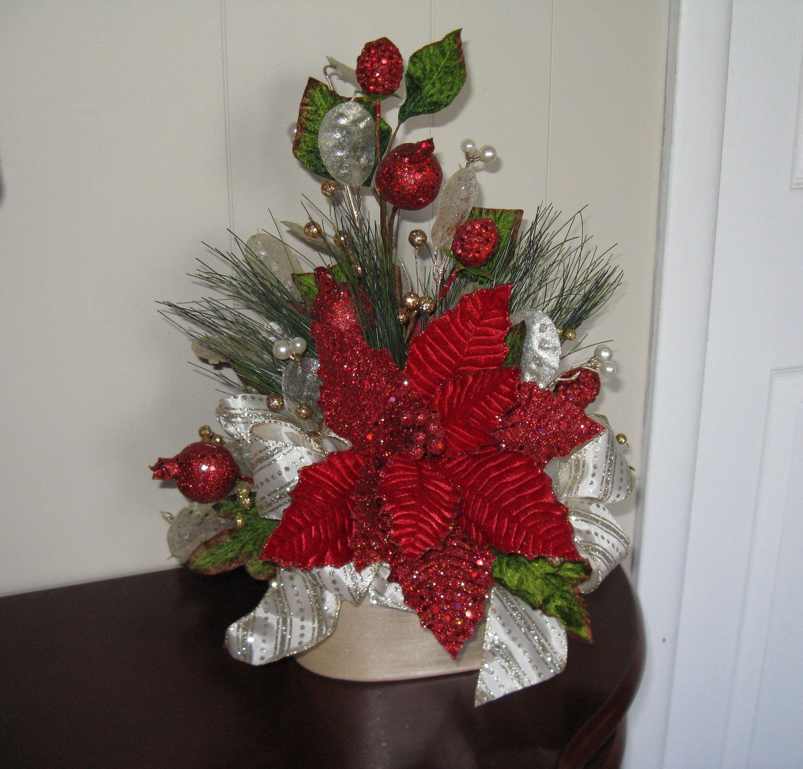 Red gold glitter arrangement arreglos navidad for Arreglos navidenos para mesa