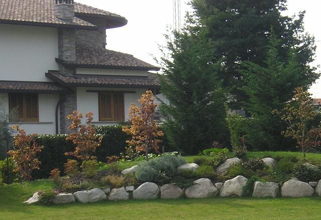 Risultati immagini per sistemazione giardino in pendenza for Sistemazione giardino