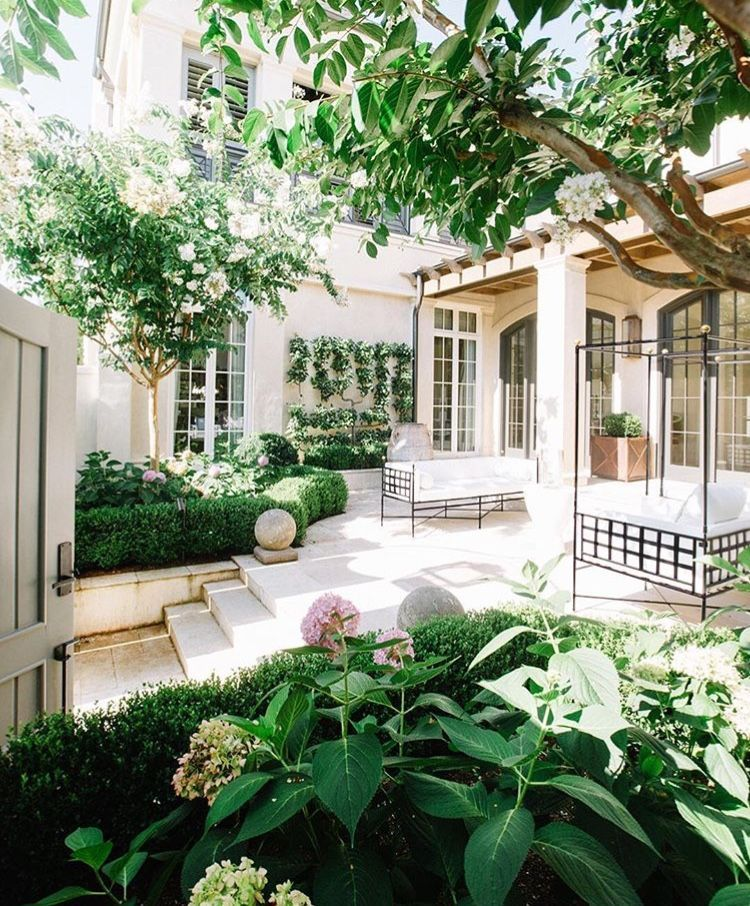 Let Hubert Zandberg Interiors Give You The Best Home Decor
