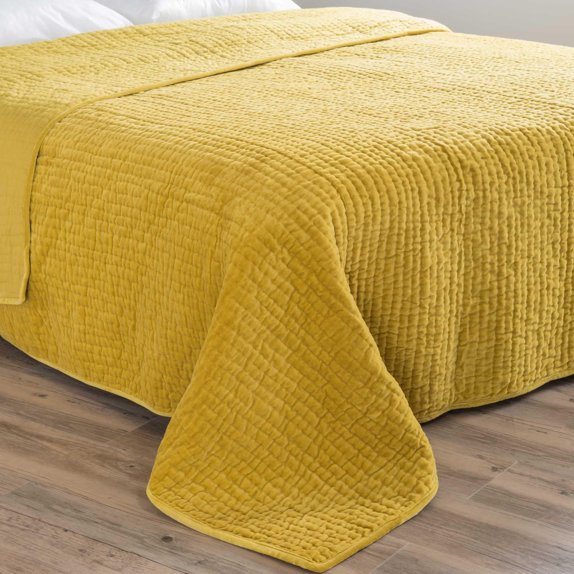 boutis piqu en velours jaune moutarde 240 x 260 cm eclectic style project jaune chambre. Black Bedroom Furniture Sets. Home Design Ideas