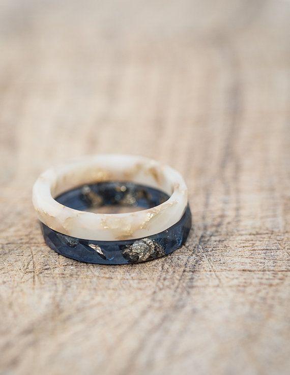 Vanille weiß Harz Stapeln dünnen Ring Gold Flakes kleine facettierte Ring OOAK Französisch minimal chic