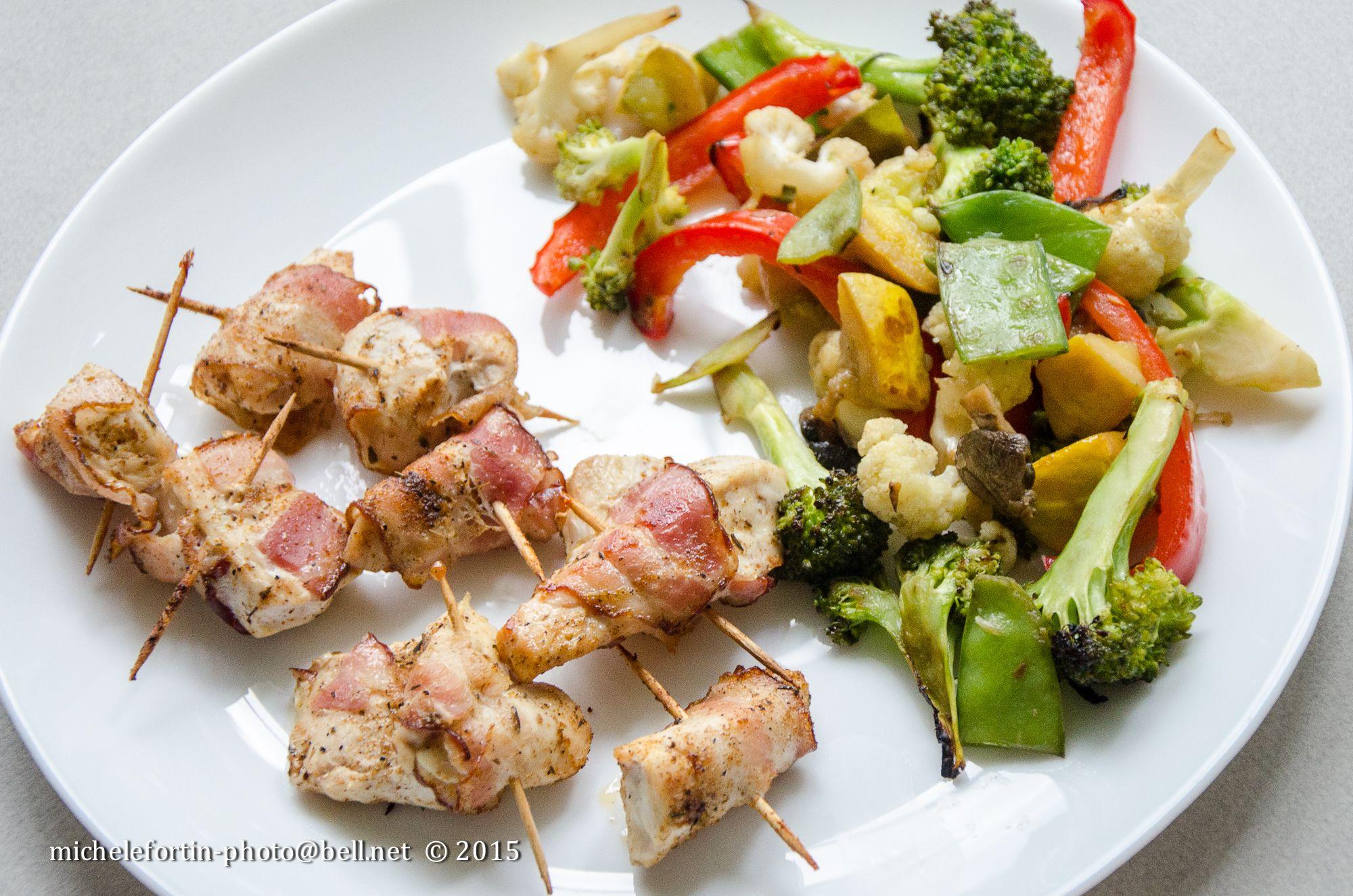 Bouchées de poulet au bacon cajun et Légumes grillés au BBQ https://www.facebook.com/MicheleFortin.photo/photos/a.1411876315758433.1073741825.1411858929093505/1635607863385276/?type=3&theater