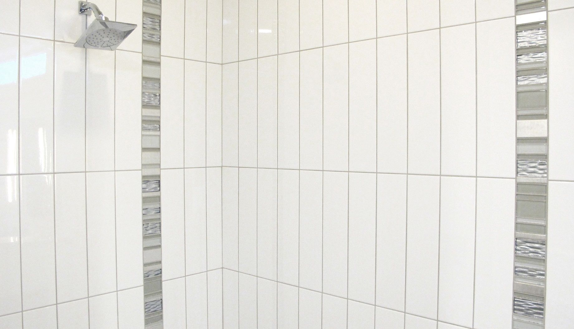 Emser Vogue 4x16 White Gloss Vertical Stack With Glass Decorative