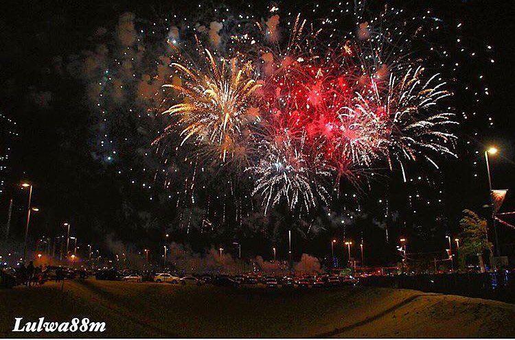 الألعاب النارية تضيء سماء المنامة تصوير Lulwa88m البحرين Bahrain الكويت السعودية قطر الامارات الإمارات دبي عمان مسق Instagram Instagram Posts