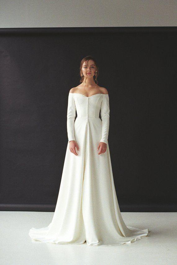 Modernes schulterfreies Brautkleid mit geteiltem schulterfreiem Langarm-Brautkleid aus Crêpe Minimalistisches Brautkleid mit Knopfleiste SERENA - Wedding Dresses