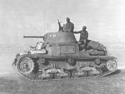 Carro Armato M15/42 with Regio Esercito During WW II - Sandbags were dispensed with in this relatively safe environment. In an attempt to improve protection, many crews piled sandbags or extra track links on the outside of their tanks, but this made the already-underpowered vehicles even slower and increased maintenance requirements, such practice, while popular, was discouraged by the commanders for the same reason