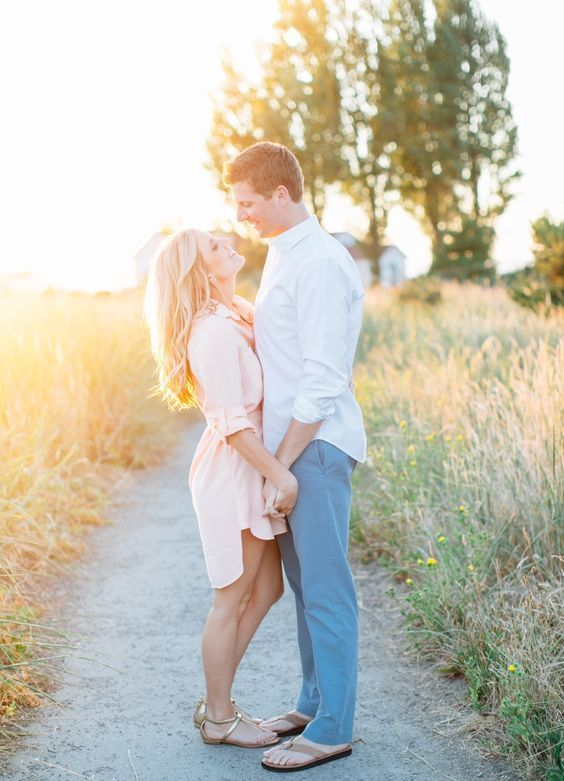 40 Cute & Sweet Engagement Photo and Poses Ideas ...