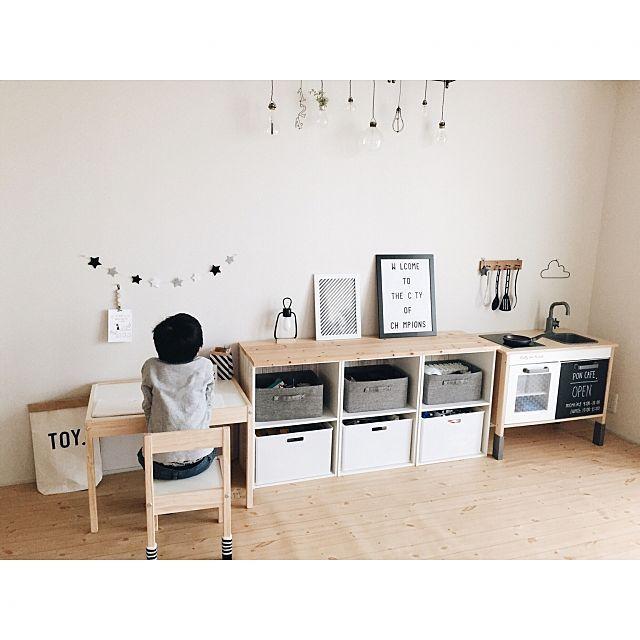 女性で、3LDKの部屋全体/断捨離中/ウッド×モノトーン/IKEA/子供部屋/キッズスペース…などについてのインテリア実例を紹介。「kids roomをシンプルに変更 IKEAのキッズテーブル置きました♪ 来年もよろしくお願いします」(この写真は 2015-12-31 16:29:41 に共有されました)