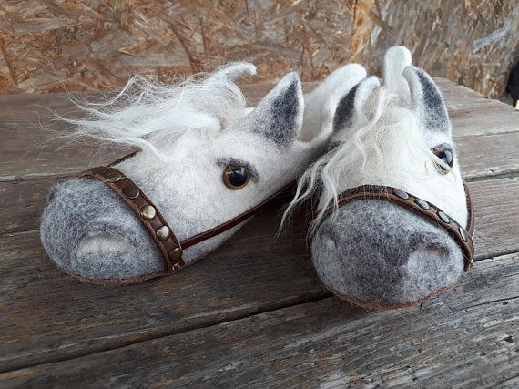 Felt child slippers  Wool felted Slippers horses with leather soles children PFERD Natural wool.kids.Schuhleisten kinder