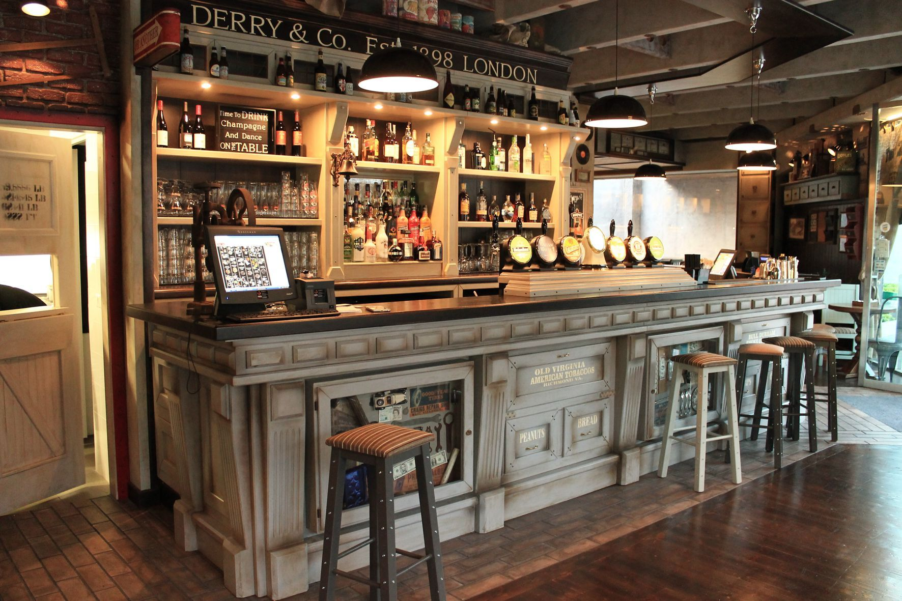 Camproject srl arredo pub arredamenti arredi per irish pub english pub birrerie in stile for Artic arredo bar