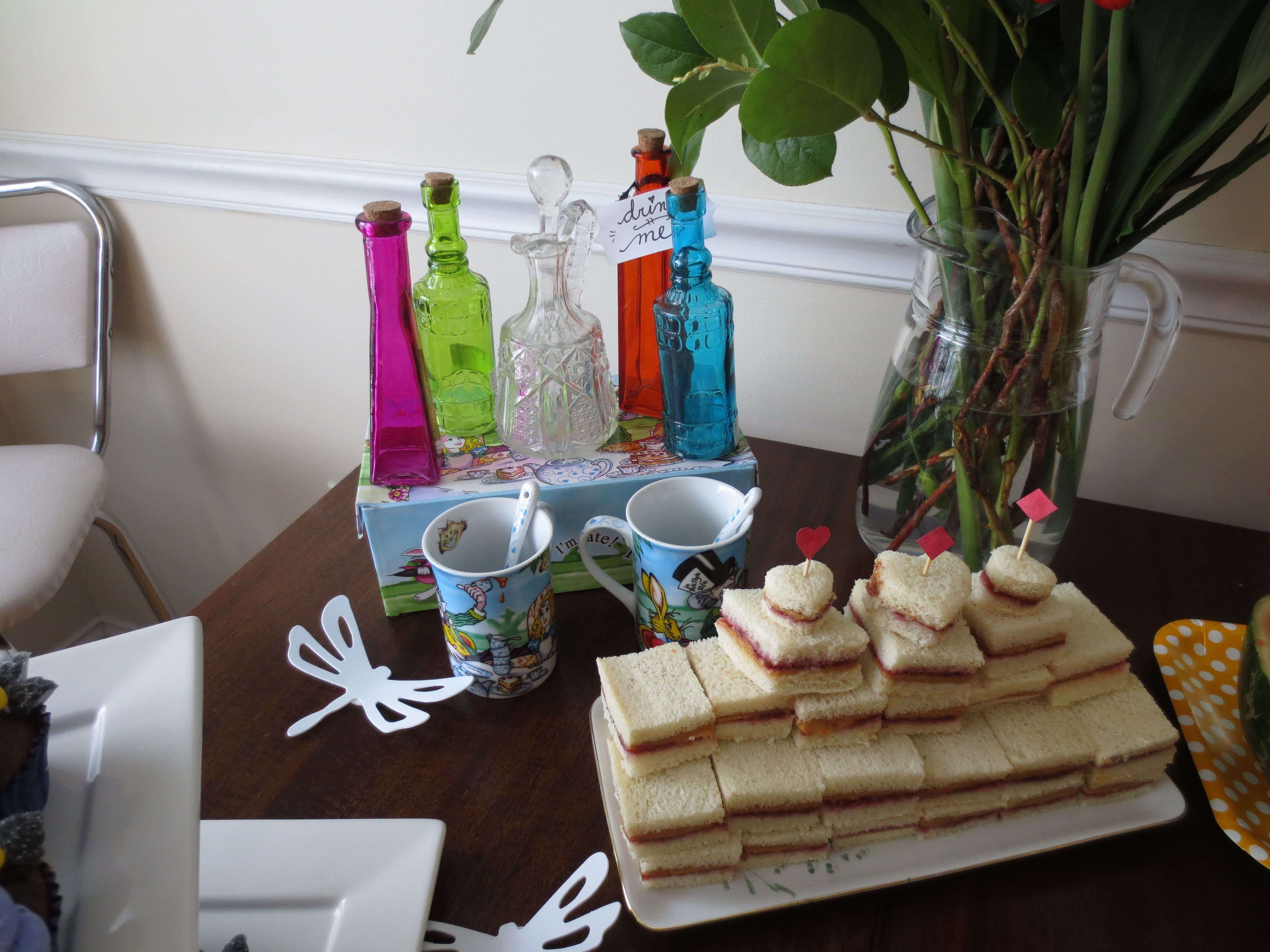 Alice In Wonderland Party Table Setup
