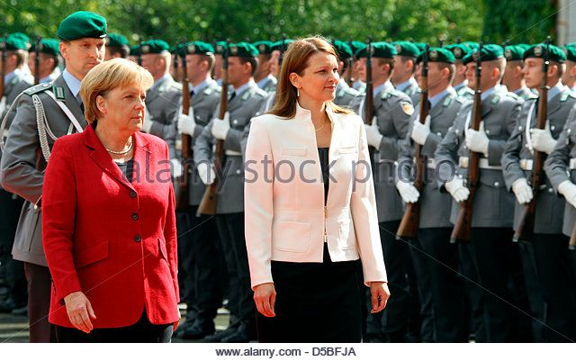 german-chancellor-angela-merkel-l-receives-finnish-prime-minister-d5bfja.jpg (640×401)