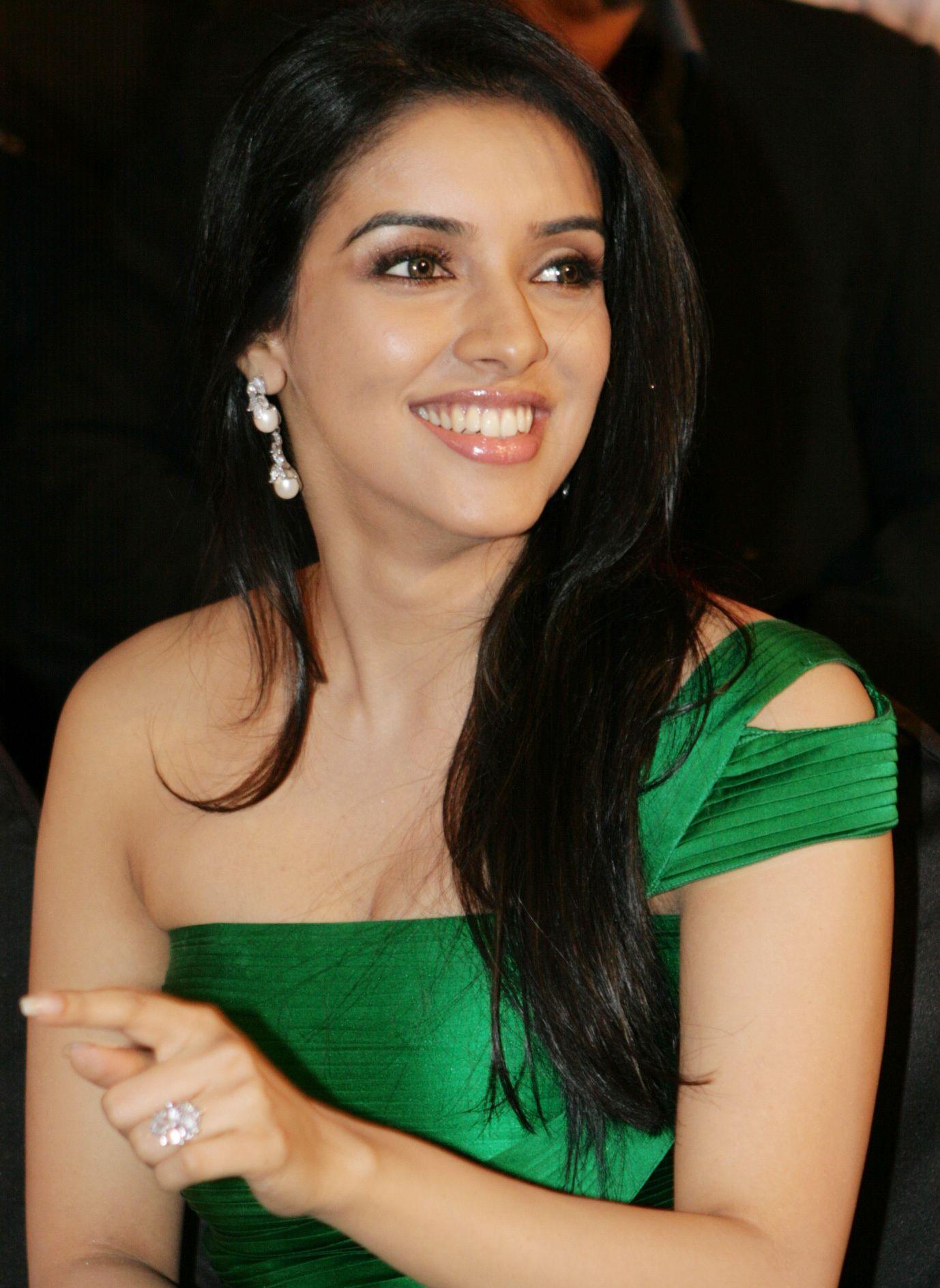 asin thottumkal – the ghajini hot tamil actress | asin thottumkal