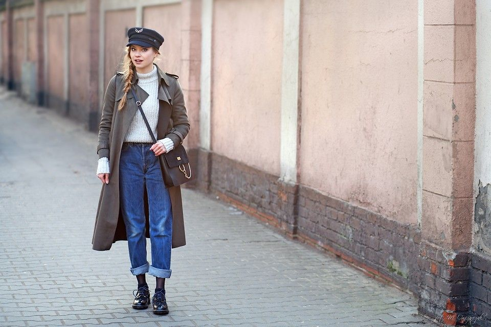 Juliette J. - ARMY GREEN COAT AND LEVIS JEANS