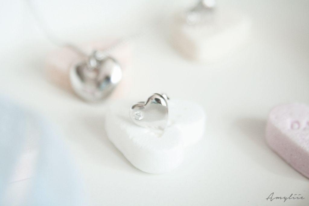 Süße kleine #Silberohrringe in Herzform für den kleinen Geldbeutel - nur bei #amyzoey.de#amyliie http://www.amyzoey.de/ohrstecker-herz-sterling-silber-zirkonia-weiss-713.html