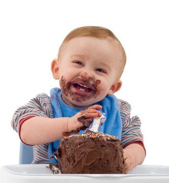 Resultado de imagen para CHILD EATING CAKE