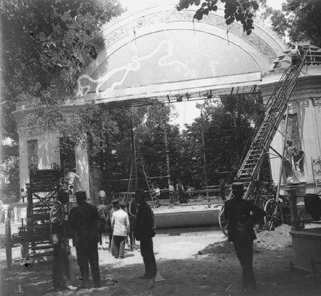 Pequeño teatro que había en el Retiro.    Mario Fernández Albarés  1915  Pequeño teatro que había en el Retiro. (Retiro)
