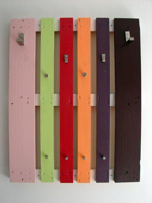 Wandgarderobe europaletten unterschiedliche farben - Wandgarderobe selber bauen ...