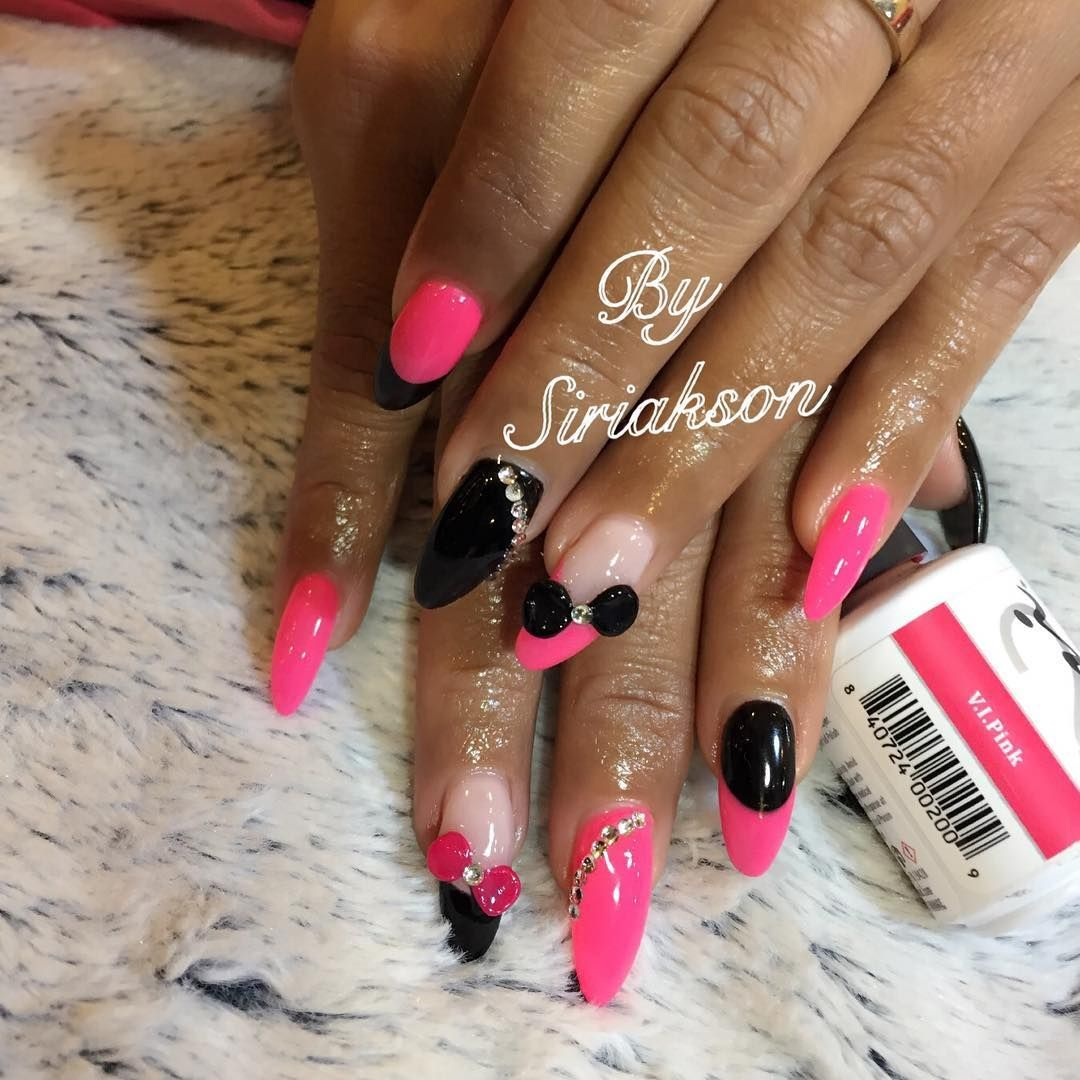 Love these hot pink nails! Love this pink and black combo look!
