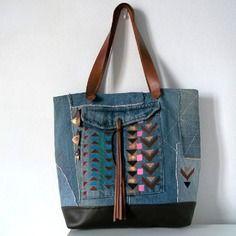 """Sac cabas en jean et lin et cuir avec motifs peints au pochoir """"navajo"""""""