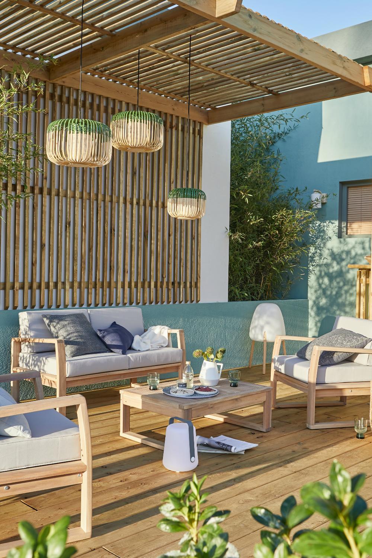 Une Cour Habillee De Bois En 2020 Idees Pour La Maison Terrasse