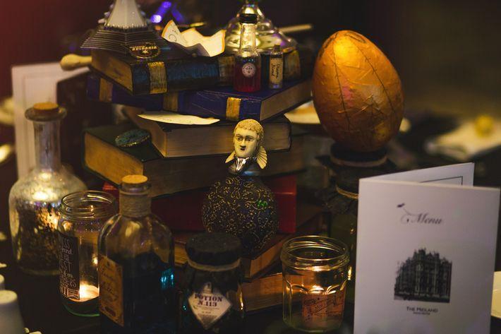 Tischdeko und men karte im harry potter stil for Raumdekoration ideen