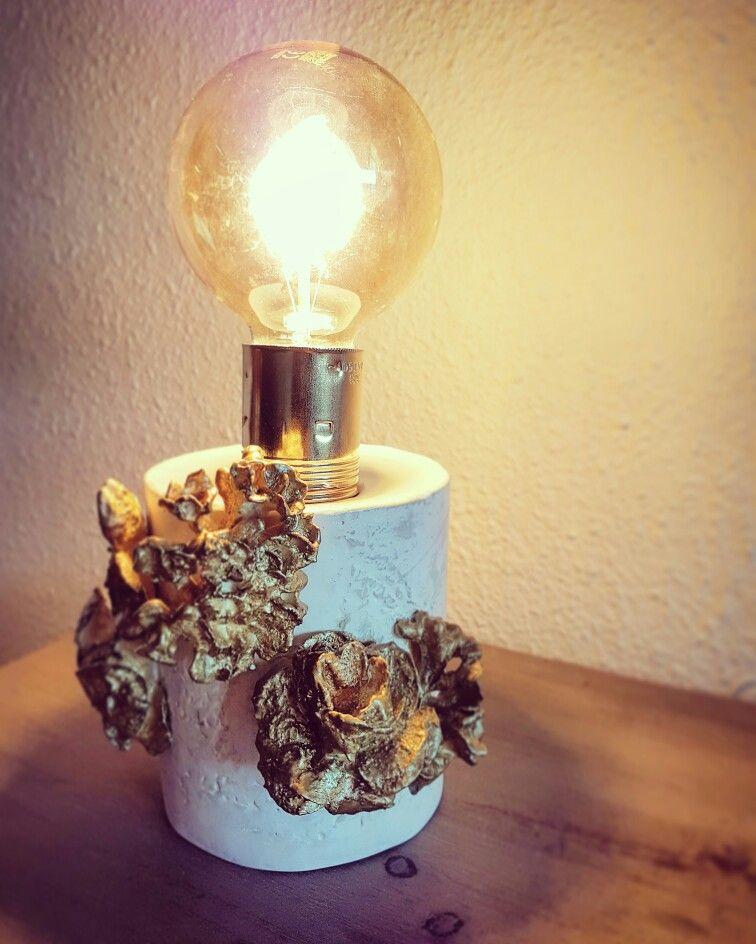 LAMPARA DE MESA_PORCELANA pieza 100% artesanal#cemento#cálida#elegante#DISEÑOS PGR