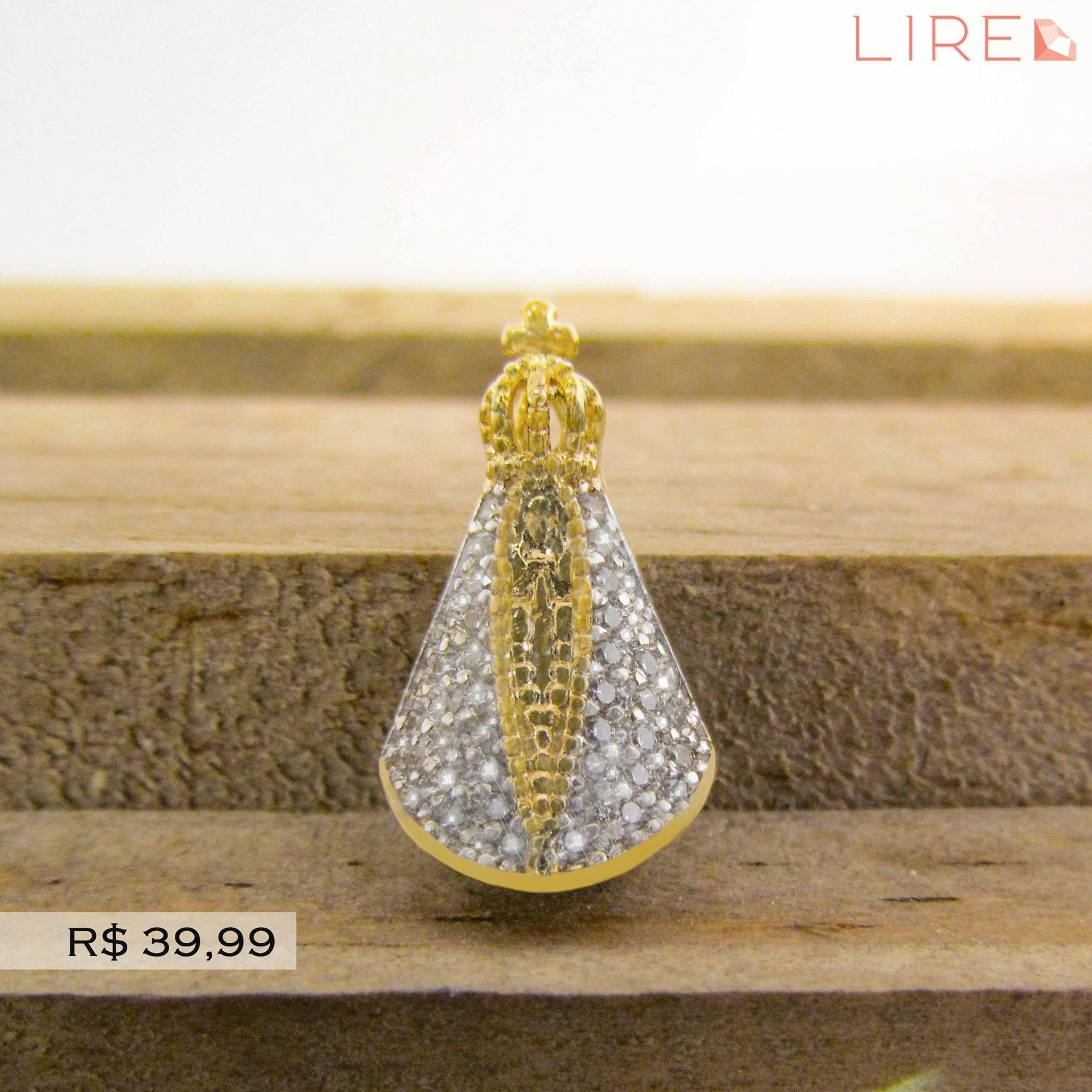 Pingente Nossa Senhora folheado a ouro com detalhes em zircônia. Garanta já  o seu! 92ddd43c1a
