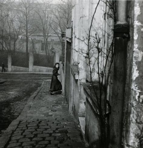 Willy Ronis      Rue de la Cloche, Menilmontant, Paris       1948